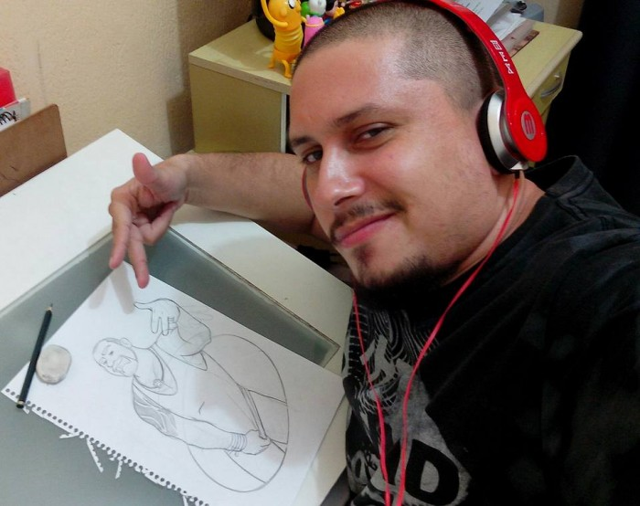 Tatí desenhando